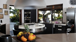 The kitchen of the Mastervilla Baoase Luxury Resort