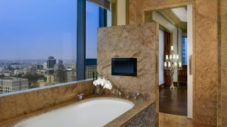 The Reverie Saigon Grand Deluxe Twin Room Bathroom